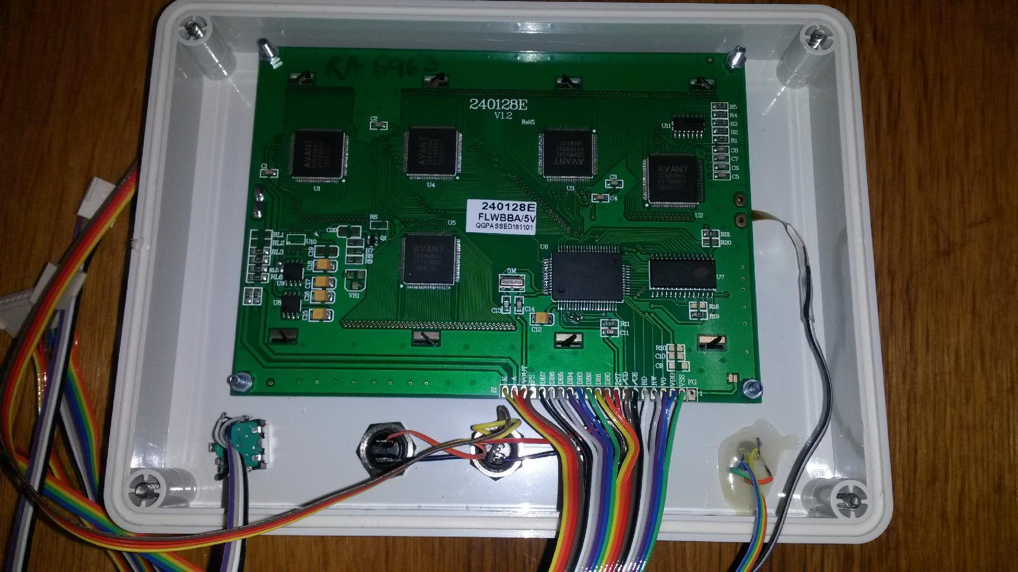 An experimental open hardware and open source avionics (EFIS